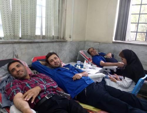 اهدای خون در کارخانه